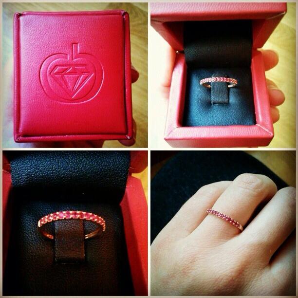 Edenly anillo de oro rosa y rubíes