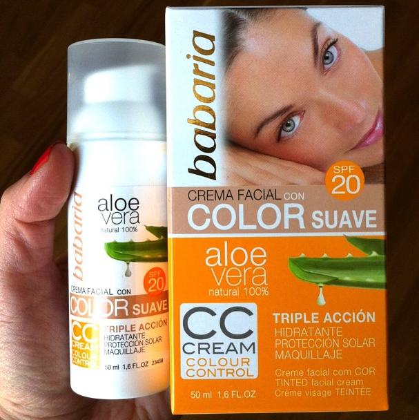 Crema facial con color suave y protección solar de Babaria