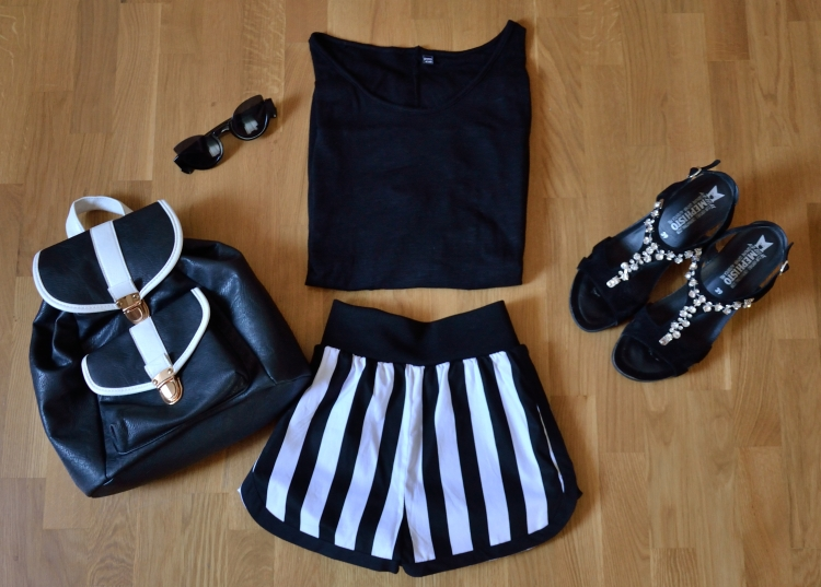 Look black white shorts Mentirosas