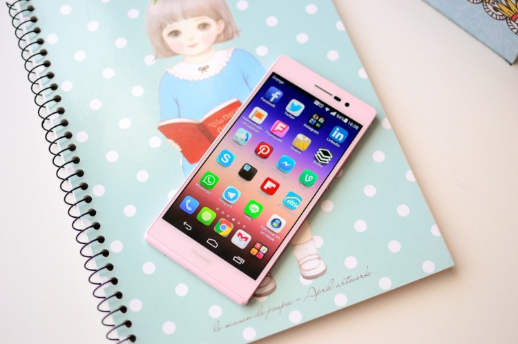 Unboxing Huawei Ascend P7 rosa 08