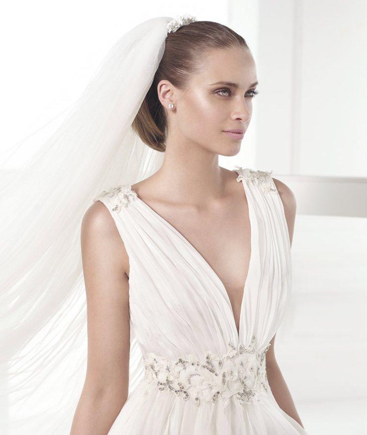 Vestido Castillejo Pronovias Atelier 2015 escote de pico