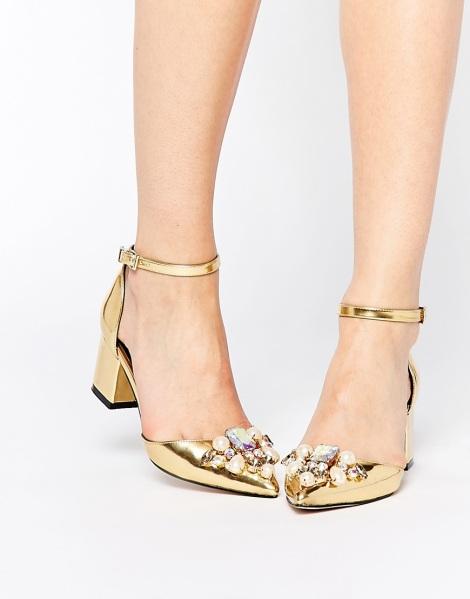 Zapatos dorados con pedrería de ASOS