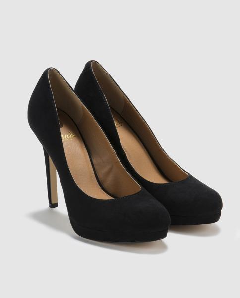 Zapatos negros de tacón alto de La Strada