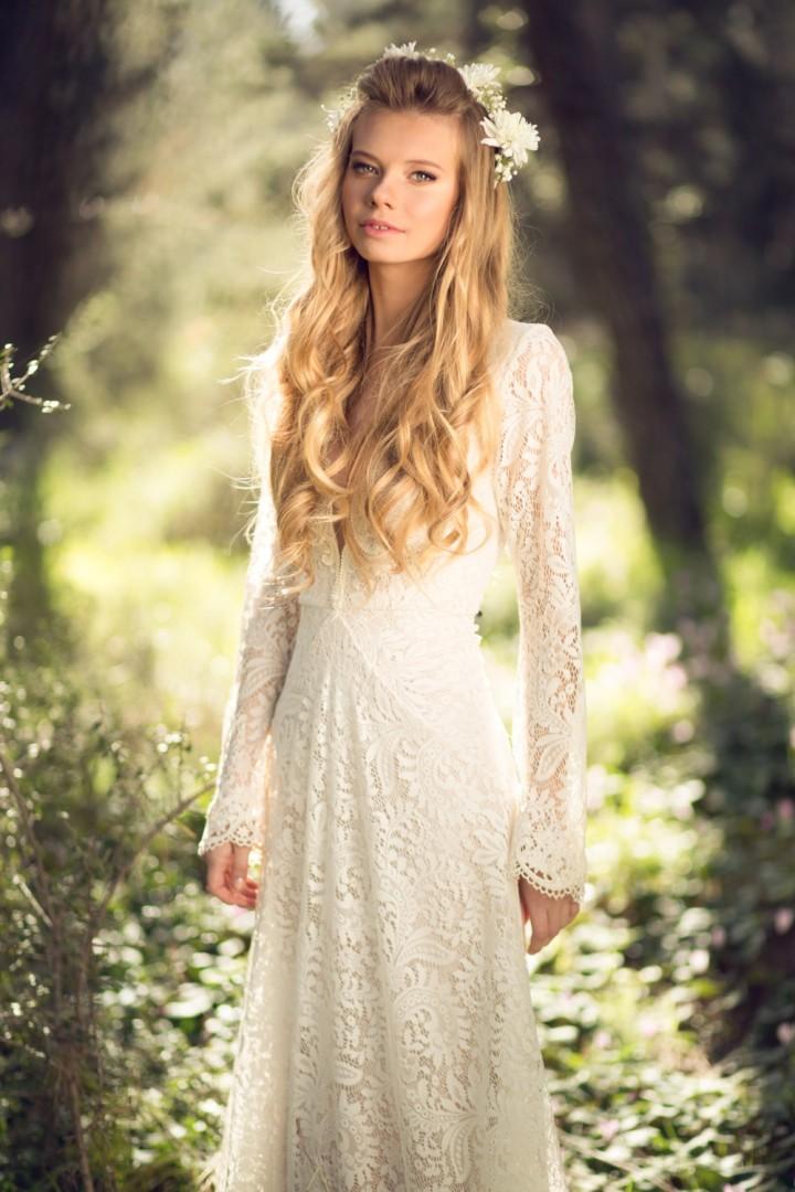Peinados novias pelo suelto con ondas y flores naturales