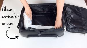 Blusas y camisas sin arrugas en la maleta