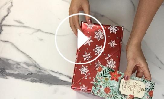 Ver en Cosmo cómo envolver regalos