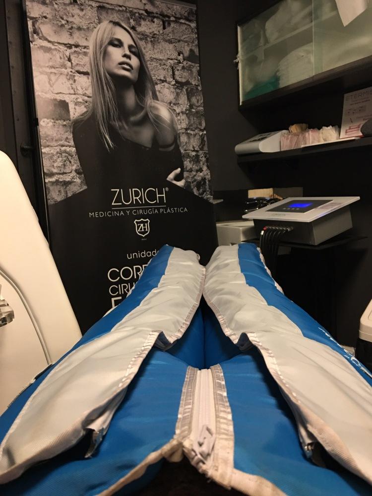 Disfrutando de una sesión de presoterapia en Clínica Zurich San Bernardo
