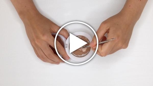 Ver en Cosmo cómo reutilizar cosméticos rotos