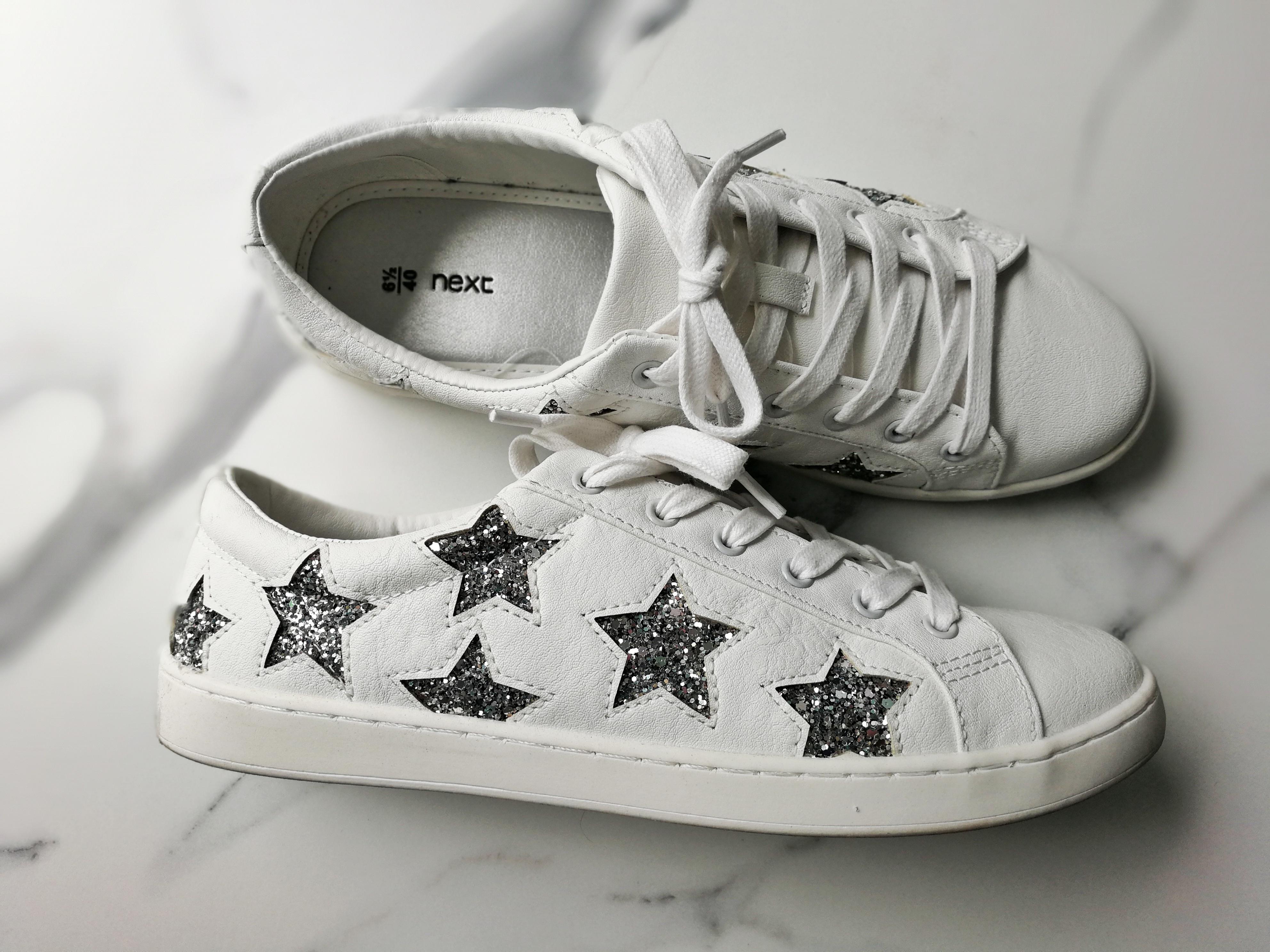 Cómo limpiar las partes de goma de las sneakers blancas y