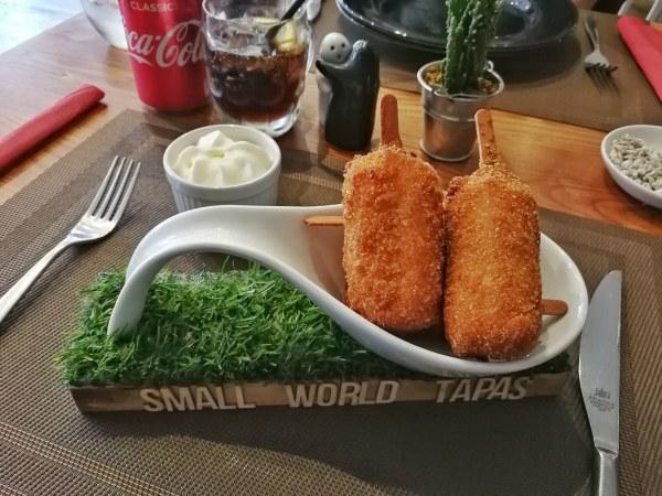 Small World bar de tapas en Torquay Devon - croquetas