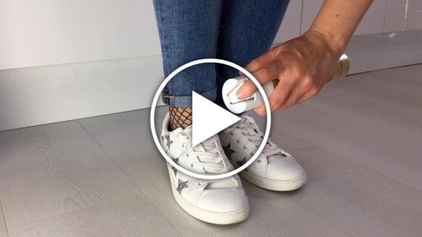 Ver en Cosmo vídeo con 3 trucos caseros usando laca para el pelo