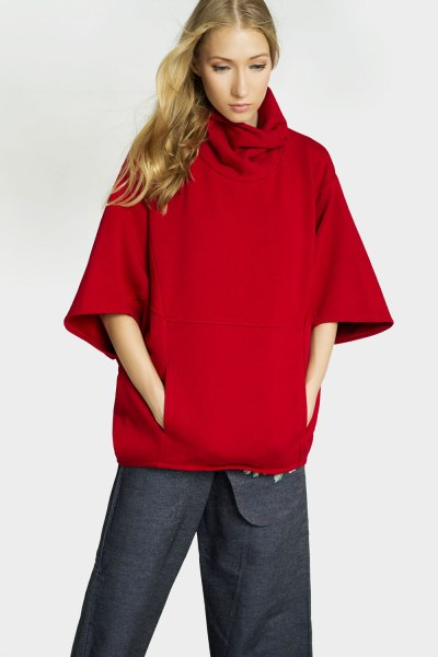 Poncho rojo de Irema en The Circular Project - ropa sostenible Madrid