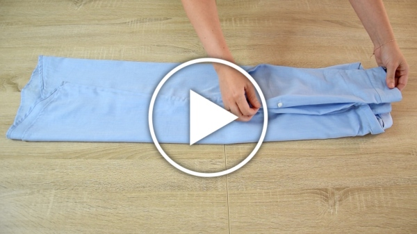 Ver en Cosmo vídeo cómo doblar vestidos camiseros en la maleta sin arrugas