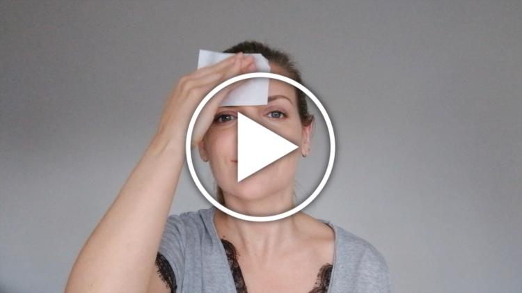 Ver en Cosmo truco para aplicar protector solar encima del maquillaje