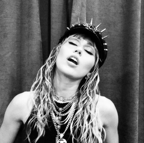 Miley Cyrus layering necklaces