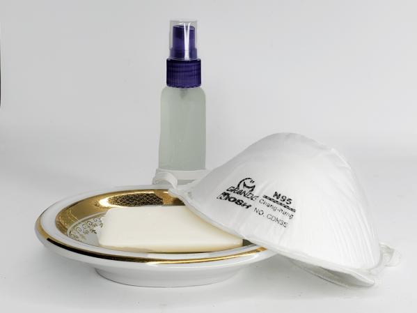 Mascarillas y gel desinfectante coronavirus Covid19