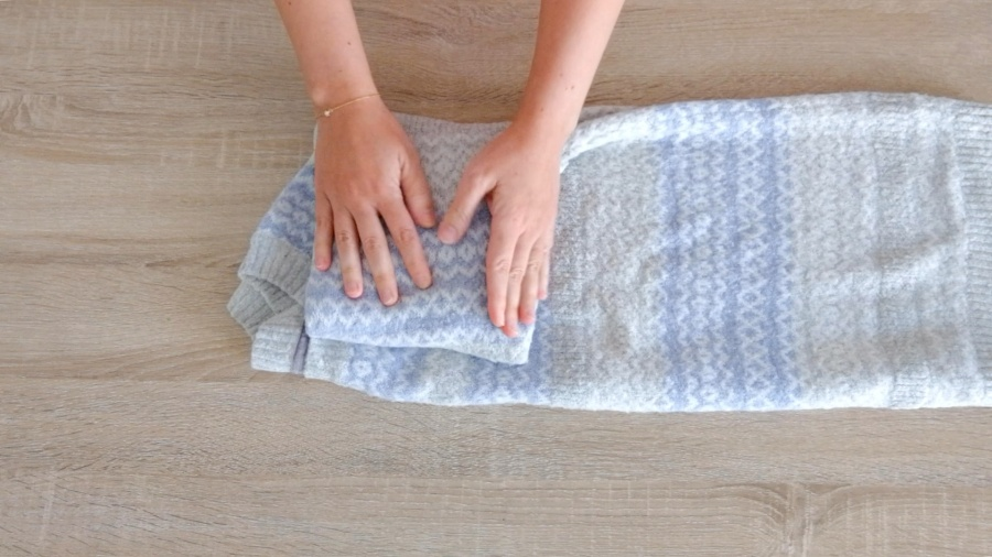 Cómo doblar jerséis gruesos para que ocupen poco espacio