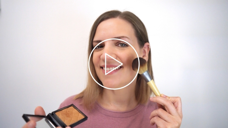 Aplicar polvos bronceadores - Ver vídeo en Cosmo TV